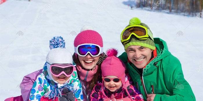 ski-family-mountain