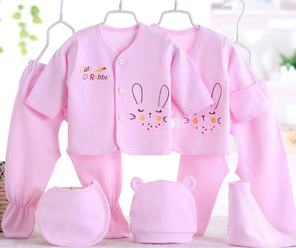 لباس نوزادی در چند هفته اول